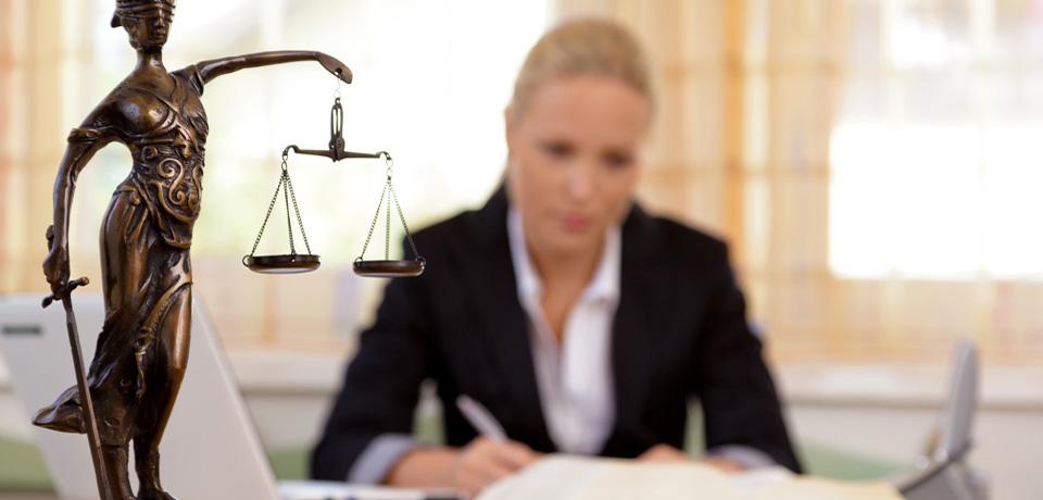 lawyer-960x460