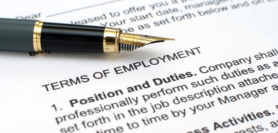slide_photodune-1526699-employment-contract-m_960x460